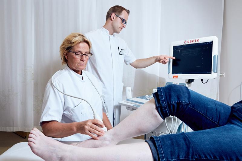 Reumatoloog en podotherapeut werken samen